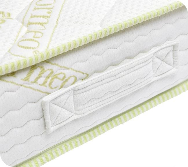 A matrac oldalára erősített hordpántok megkönnyítik a matrac mozgatását.  Hasznos segítséget jelentenek ágyazásnál vagy a matrac tárolásánál és  szállításánál 24a58d30ef